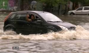 Chuva provoca alagamentos e transtorno para a população do RJ