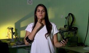 Bracelete funciona como tradutor da linguagem de sinais
