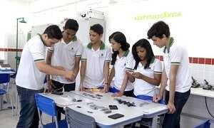 Alunos do Ceará criam carregador solar para celulares