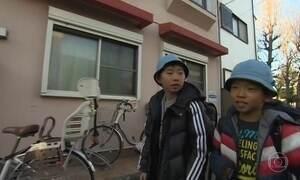 Crianças japonesas vão para a escola sozinhas