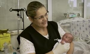 Hoje é dia de mães: enfermeira neo-natal
