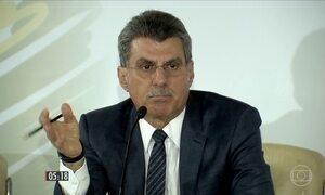 Ministro é afastado após série de denúncias