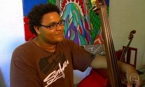Jovem da periferia ganha bolsa e se torna promessa da música clássica