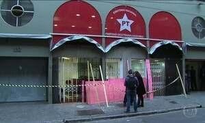 Sede do PT em São Paulo tem portas de vidro destruídas