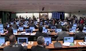CCJ adia votação do caso Eduardo Cunha outra vez