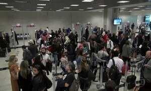 Novas regras de inspeção provocam longas filas em aeroportos do país