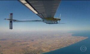 Primeiro avião movido apenas a energia solar conclui volta ao mundo