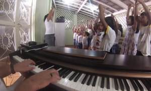 Professores montam escola de música por conta própria