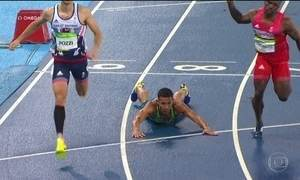 João Vitor Oliveira dá 'peixinho' e vai às semifinais dos 110m com barreiras