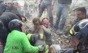 Passa de duzentos o número de mortos vítimas do forte terremoto