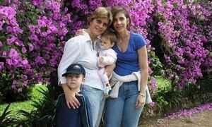 Família homoafetiva com duas mães e dois filhos nunca sofreu preconceitos