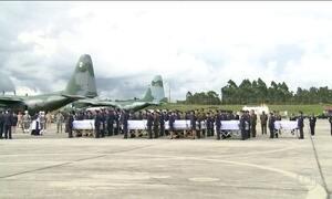 Corpos de 50 vítimas do voo da LaMia embarcam de volta ao Brasil