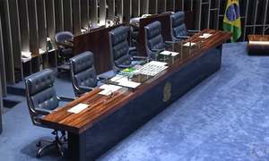 Senado decide não aceitar liminar do STF e mantém Renan na presidência