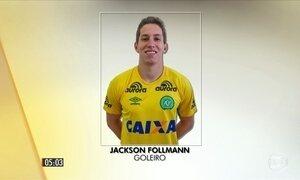 Goleiro Jackson Follmann chega ao Brasil para continuar tratamento