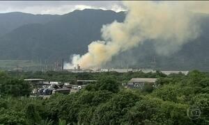 Explosão em fábrica de fertilizantes espalha nuvem de fumaça tóxica