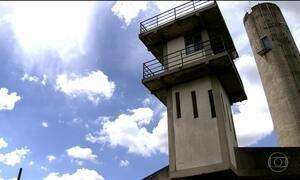 Falta de defensores 'condena' presos sem julgamento a presídios lotados