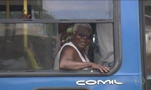 No calor forte do verão, um desafio: andar de ônibus sem ar-condicionado
