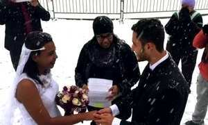 Brasileiros se casam debaixo de neve em praça de Nova York