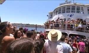 No Rio, barca para a Ilha de Paquetá é palco do pré-carnaval