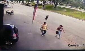 Roda se solta de veículo e atinge cabeça de pedestre em Ipatinga, MG