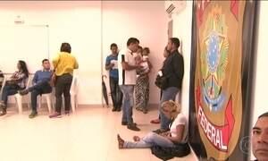 Em Boa Vista, venezuelanos lotam PF para tentar trabalhar no Brasil