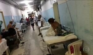 Pacientes sofrem com superlotação do maior hospital público do Ceará