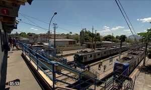 Passageiros enfrentam o calor na linha considerada mais quente do RJ