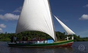 Saveiros vão, aos poucos, saindo da paisagem da Baía de Todos-os-Santos
