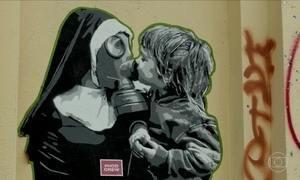 Bairro descolado de Berlim abriga obras de arte espalhadas pelas ruas