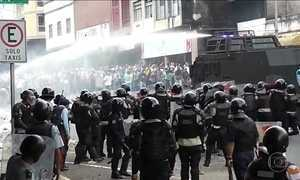 Regime chavista reprime protesto contra governo de Nicolás Maduro