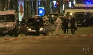 Tiroteio fecha avenida mais famosa de Paris e deixa mortos e feridos