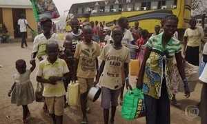 Campo de refugiados em Uganda recebe 3 mil novos moradores por dia