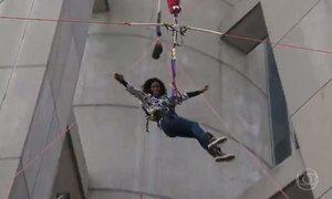 Glória Maria salta do maior bungee jump do mundo, em Macau