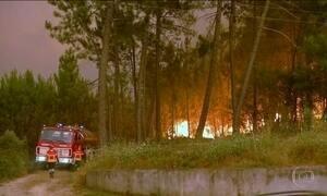 Dois mil bombeiros trabalham para conter incêndio florestal em Portugal