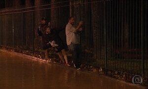 Temporal inunda Rio e ressalta um problema: falta de informação