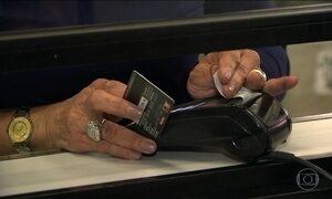 Brasileiros estão fugindo das dívidas: número de endividados diminuiu