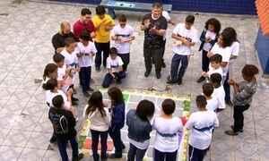 Professor aposta em aulas ao ar livre e cria time olímpico de matemática
