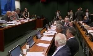 Comissão da reforma política aprova 'distritão' e fundo eleitoral
