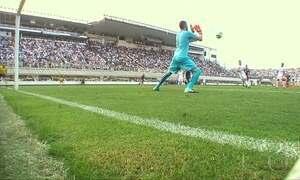 Corinthians perde para o Santos, mas segue disparado na liderança
