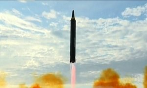 Coreia do Norte divulga imagens de novo míssil que sobrevoou Japão