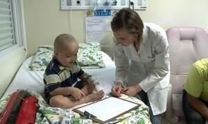 Estudante cria lençóis para alegrar setor infantil de hospital da cidade