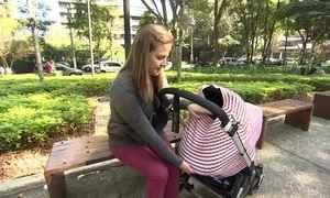 Capa protege carrinho de bebê e pode ser usada na amamentação