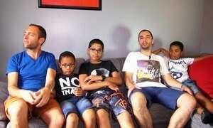 Jovens brasileiros ganham nova vida após adoção por pais estrangeiros