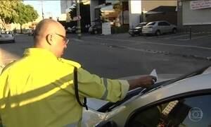 Acesso ao nome do agente de trânsito que aplica multa gera polêmica