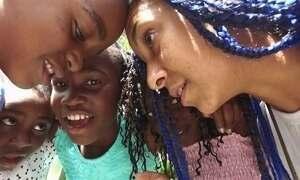 Crianças africanas refugiadas no Brasil conhecem o Pão de Açúcar