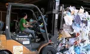 Reciclagem gera renda para famílias no interior de Santa Catarina