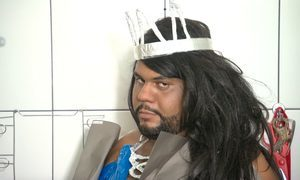 Famoso na internet, John Drops ensina a fazer looks para arrasar no carnaval