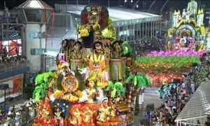 Escolas de samba de São Paulo dão show na primeira noite de desfiles