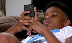 Metade dos jovens brasileiros considera celular seu melhor amigo