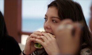 Ciência explica por que adolescentes sentem uma fome que parece infinita